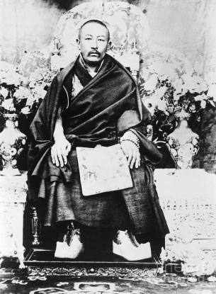 0637425-THUBTEN-CHOEKYI-NYIMA-9th-Panchen-Lama-1883-1937-Tibetan-Buddhist-spiritual-leader-Photographed-in-China-c1930 (1)