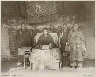 Panchen_Lama_and_entourage_in_Calcutta,_1906 (1)
